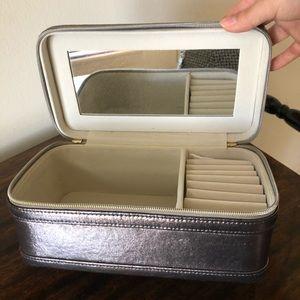 Light portable jewelry box